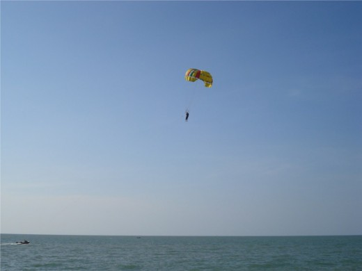 Parasailing in Batu Feringhi, Penang - Photo 4