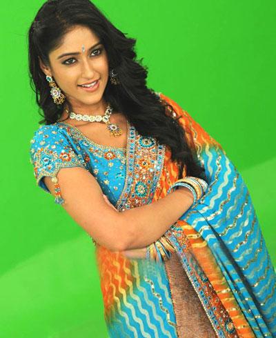 Cute Saree show of Ileana Telugu Actress
