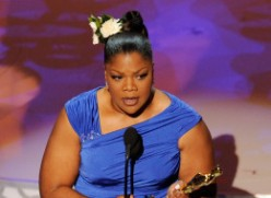 "Mo'Nique Wins Oscar for Best Supporting Actress in ""Precious"""