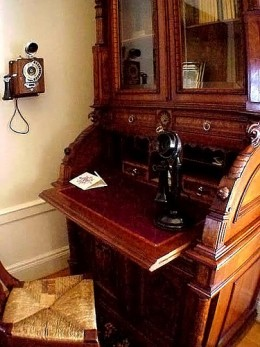 Classic and aristocratic Victorian writing desk.