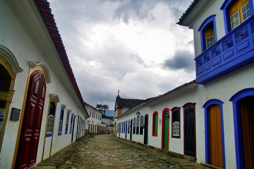 Paraty cobble stoned street - Courtesy: flickr.com/photos/55953988@N00/4124516450