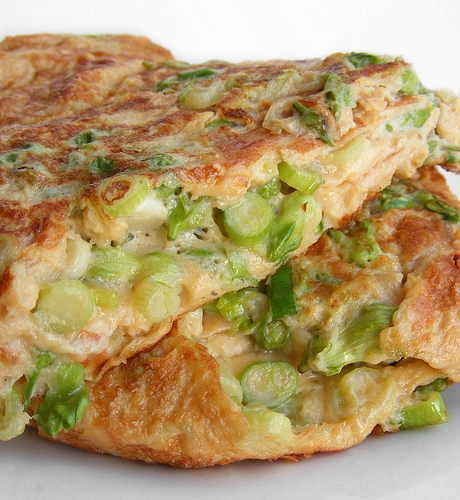 Omelet with spring onions