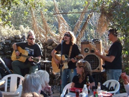 Live music at El Risco. Photo by Steve Andrews