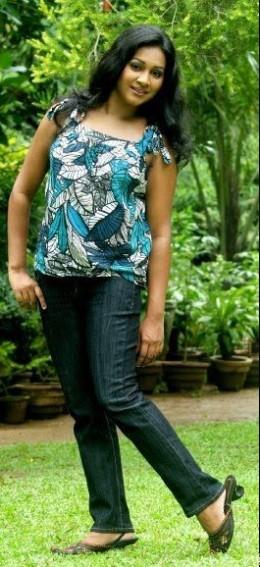 Sri Lankan Glamour Actress Nadeesha Alahapperuma