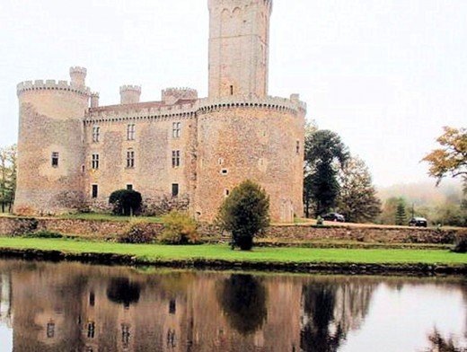 5. Chateau de Montbrun. This picturesque castle is reflected in the moat that surrounds it. Brad Pitt and Angelina Jolie looked at this castle, but decided against buying. Shame!