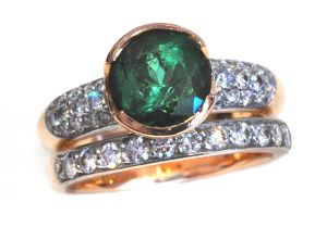 Beautiful emerald and diamond wedding set