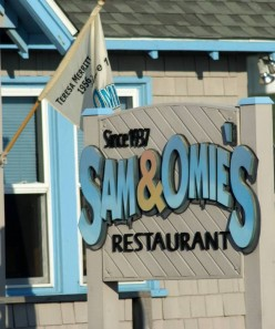 Sam & Omie's Restaurant: Best Seafood Platter on the Outer Banks