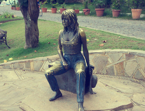 Bronze statue in honor of Brigitte Bardot