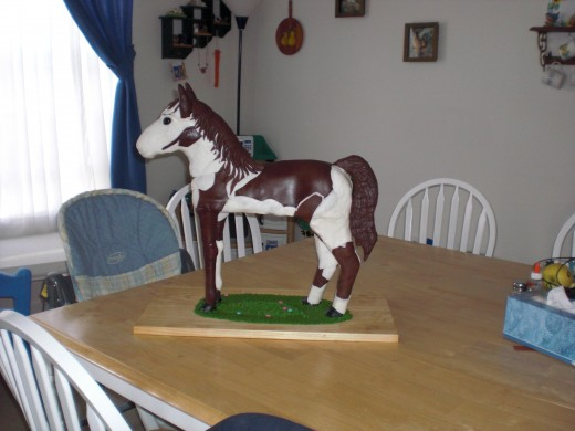 22 inch standing horse cake