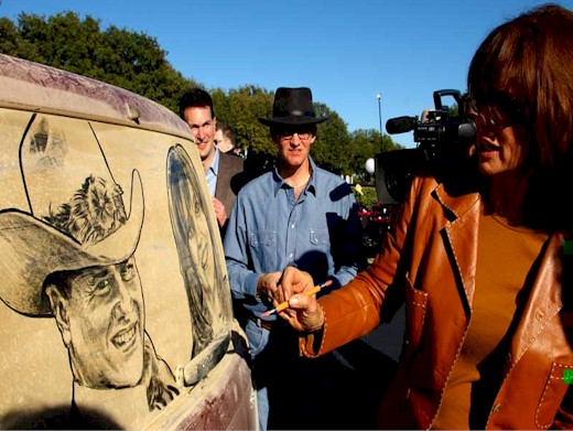 Linda Gray signs her portrait