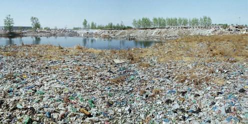 Perfume Fills Landfill (Photograph by Photographer Wang Jiuliang)