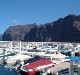 Boats and cliffs in Los Gigantes (the Giants)