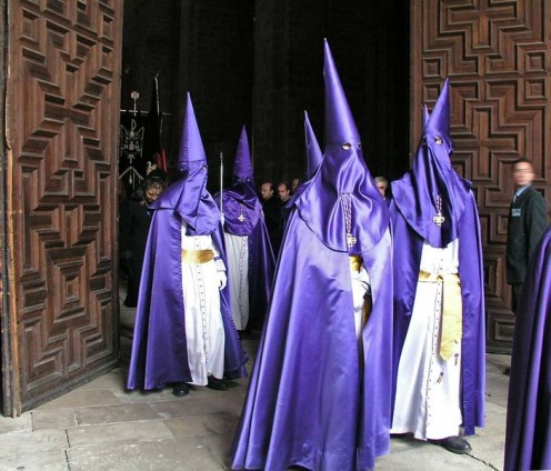 'Capuchones o capirotes en Semana Santa.' Catedral de Valladolid. -  Photography: Luis Fernndez Garca (L. Fdez.). 2004-04-08. Valladolid. License: Creative Commons - w:en:Creative Commons. - This file is licensed under the Creative Commons Attributio
