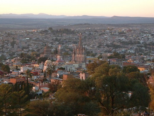 Description: Panoramic view of San Miguel de Allende, Guanajuato, Mexico.  Source: Picture taken by Ruiz on December 2004.  Copyright:  2004 Ruiz (released under the cc-by-sa-2.0 license).