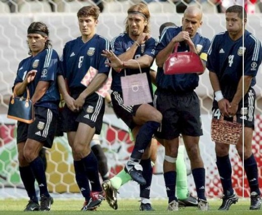 Hehehe what are you afraid of eh, girls... aw or should I say boys. Photo from rugbyfootball.com