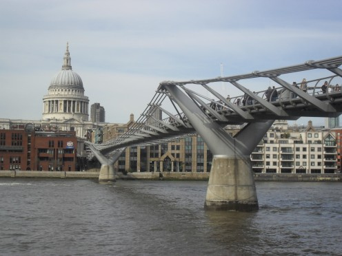 """the """"wobbly bridge"""" into the city and St Paul's cathedral"""