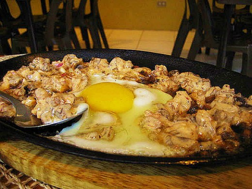 Coarsely chopped sisig by Spo0on (Flickr.com).