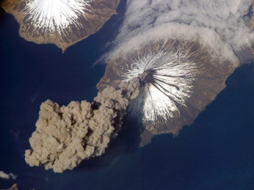 Cleveland Volcano, Aleutian Islands   May 23, 2006 At 3:00 p.m. Alaska Time Flight Engineer Jeff Williams from International Space Station (ISS) Expedition 13 contacted the Alaska Volcano Observatory (AVO) to report that the Cleveland Volcano had pro