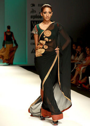 A model in saree in a remp show