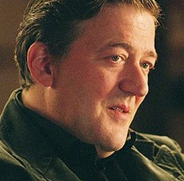What is the secret of Stephen Fry's million-strong throng of loyal followers on Twitter?  Twittering Minds Want to Know!!