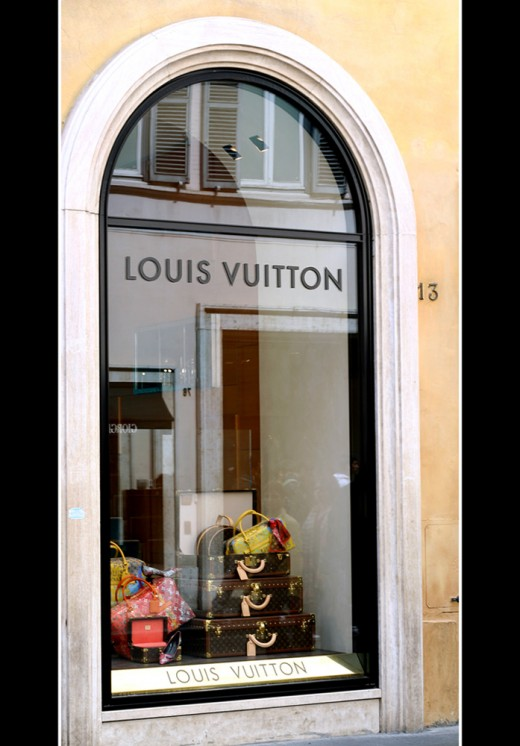 Louis Vuitton, Prada, Kara Ross, Coach, Fendi, Botkier, Gucci, LULU GUINNESS, Chanel and the list goes on and on...