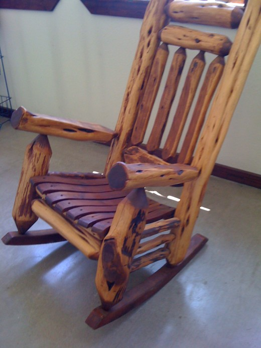 A rocking chair in the entry.