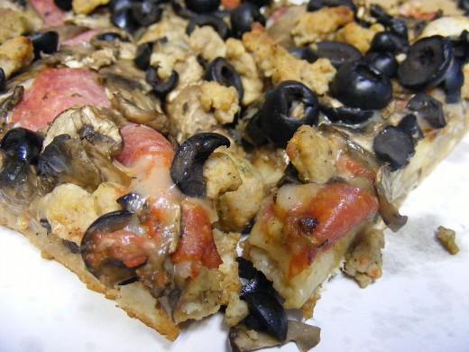 Crow's Nest Pizza by J.Smith on wikimedia commons