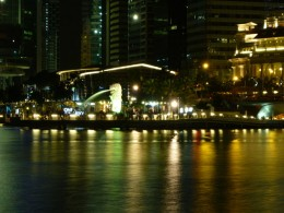 Enjoy the beautiful night view of Singapore and take a picture with the Merlion.