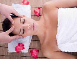 Aromatherapy head massage with bergamot oil for relieving depression and anxiety