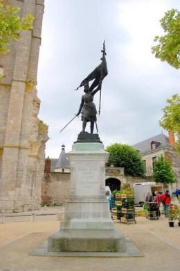 Statue of Joan of Arc in Beaugency