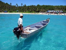 Wow.. look at the crystal clear water below the boat