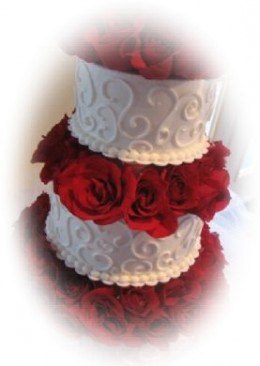 Wedding Cake Ideas: Tiered wedding cake with flowers