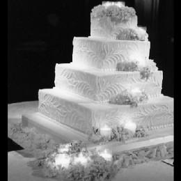 Wedding Cake Ideas: Stacked wedding cake with candles