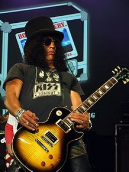 Slash Performing with the Nightwatchmen in 2008