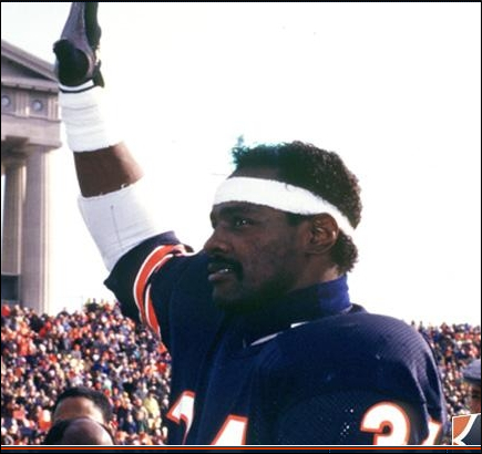 Walter Payton waves to the Soldier Field crowd after breaking the NFL career rushing record on October 7, 1984
