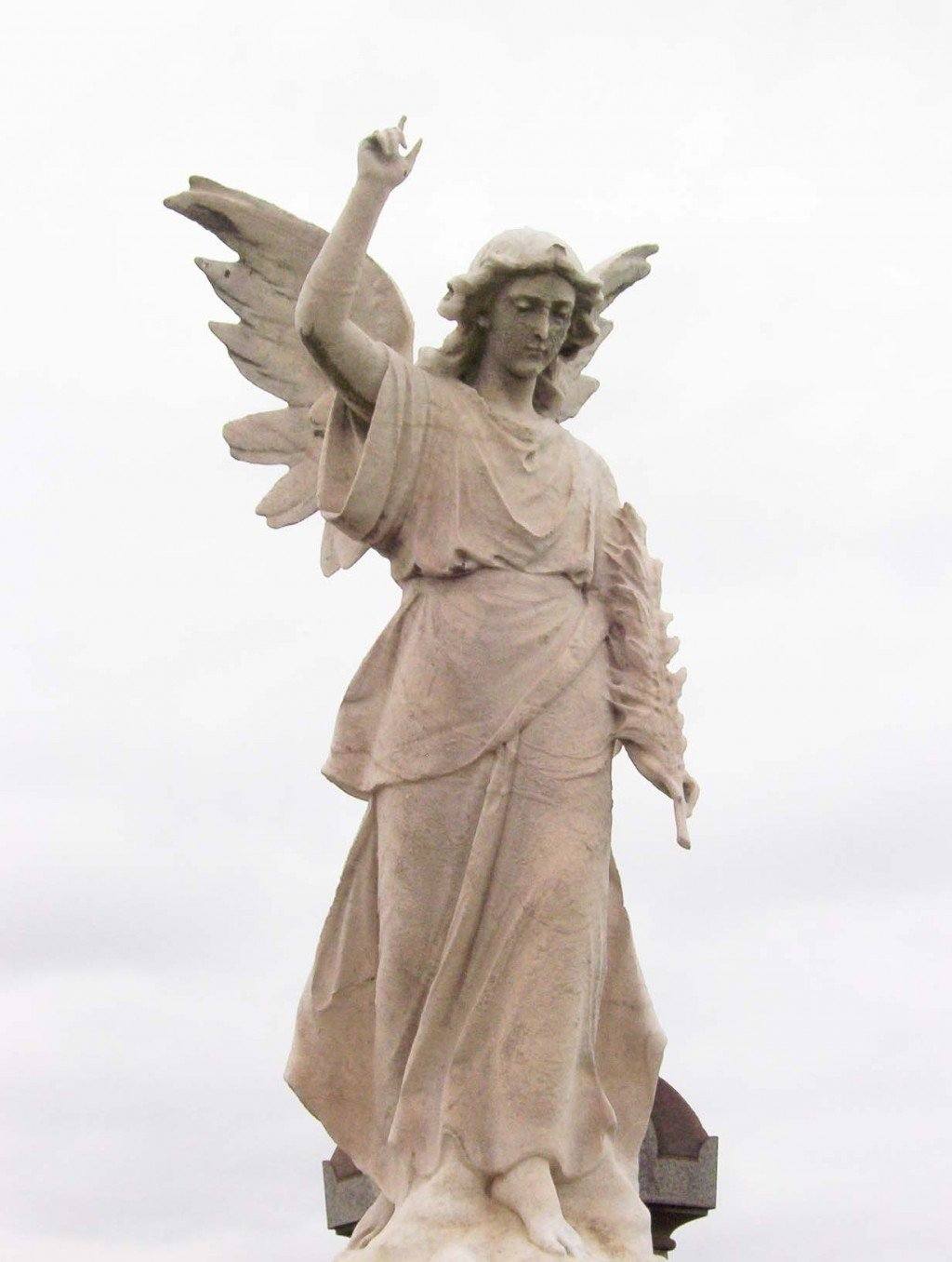 Angels in the garden statues of angels as garden ornaments - Angel statue for garden ...