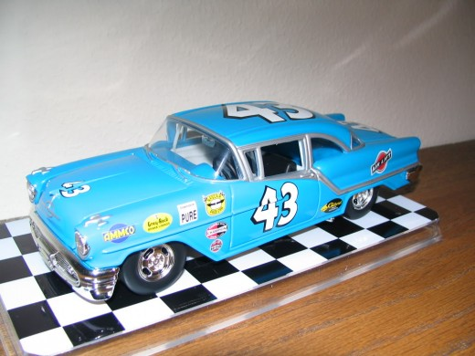 Diecast Model of Richard Petty's late fifties Oldsmobile.  Source: Photobucket, statonflurry