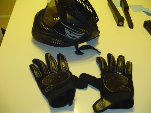 This paintball mask offers excellent protection from airsoft projectiles. Paintball gloves are used to protect hands