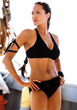 Angelina Jolie In Sexy Bikini Photos
