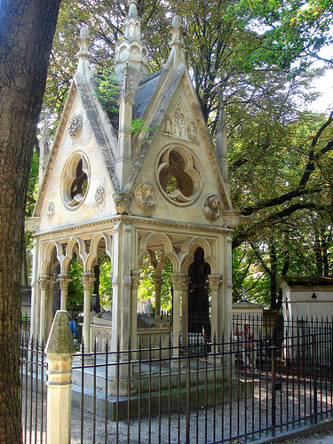 Grave of Heloise and Abelard in the cemetery of Pere Lachaise. Image credit: flickr.com