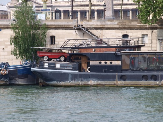 The other types of boats on the Seine.