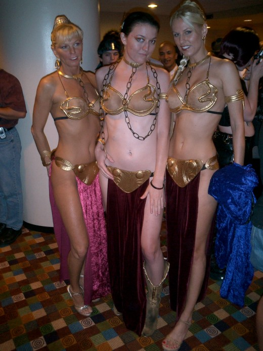 Slave Leia Costumes at Dragoncon. Source: Flickr, Three Muses Clothing