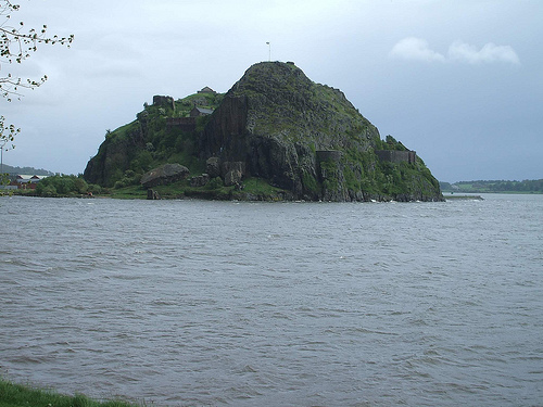 Dumbarton Rock (conner395 @ Flickr)