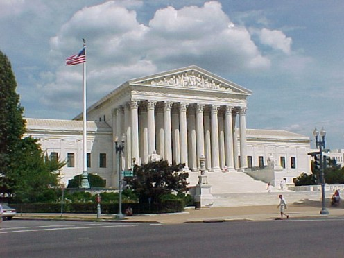 The front entrance to the US Supreme Court. Image courtesy Wikimedia Commons.