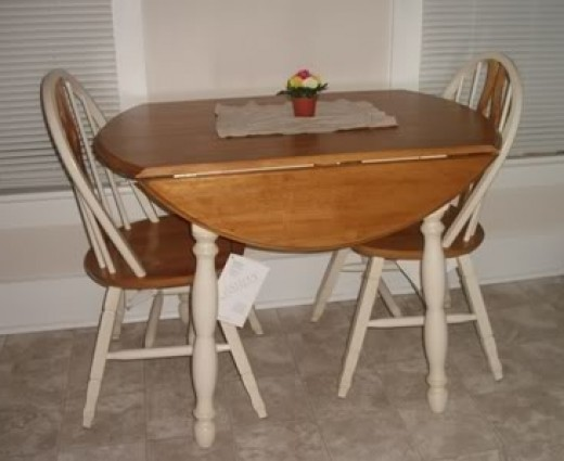 Round kitchen table options for a small kitchen for Small circle kitchen table