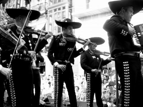 La carroza de Mxico, con la msica de Sonia Fausto y sus mariachis fue una de las ovacionadas de la tarde. Jose Luis Martinez Alvarez from Mieres, Espaa. This image was originally posted to Flickr by jlmaral at http://flickr.com/photos/43218152@N00/25