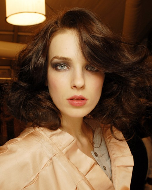 medium length retro hairstyles for women