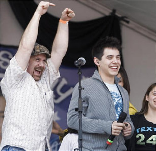 "David Archuleta and his dad, Jeff Archuleta - ""Stand By Me""...  or else! Who do you think is more into this moment on ""David Day""?"