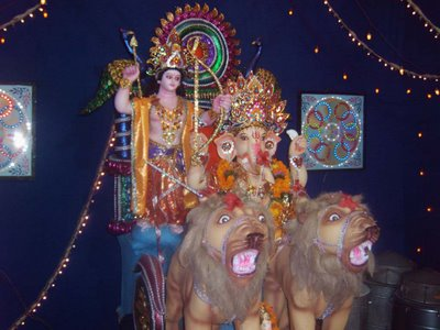 hindugodworshippicture.blogspot.com - Hindu Festival in ethnic neighborhood
