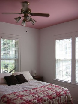 Peaceful, romantic feng shui bedroom except for the overhead light Photo: bmitd67 @flickr